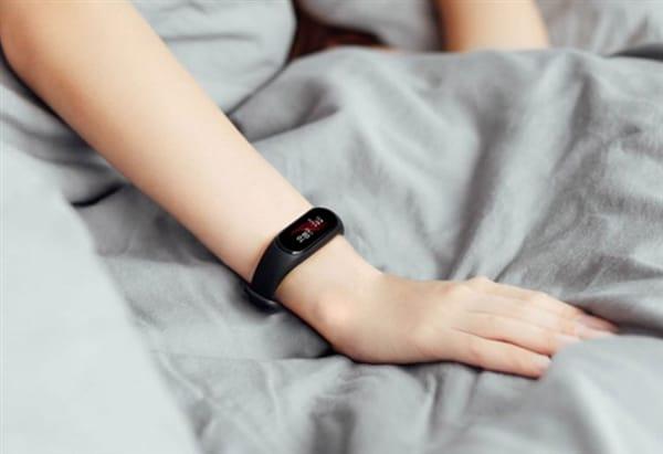 Xiaomi анонсировала фитнес-трекер смодулем NFC