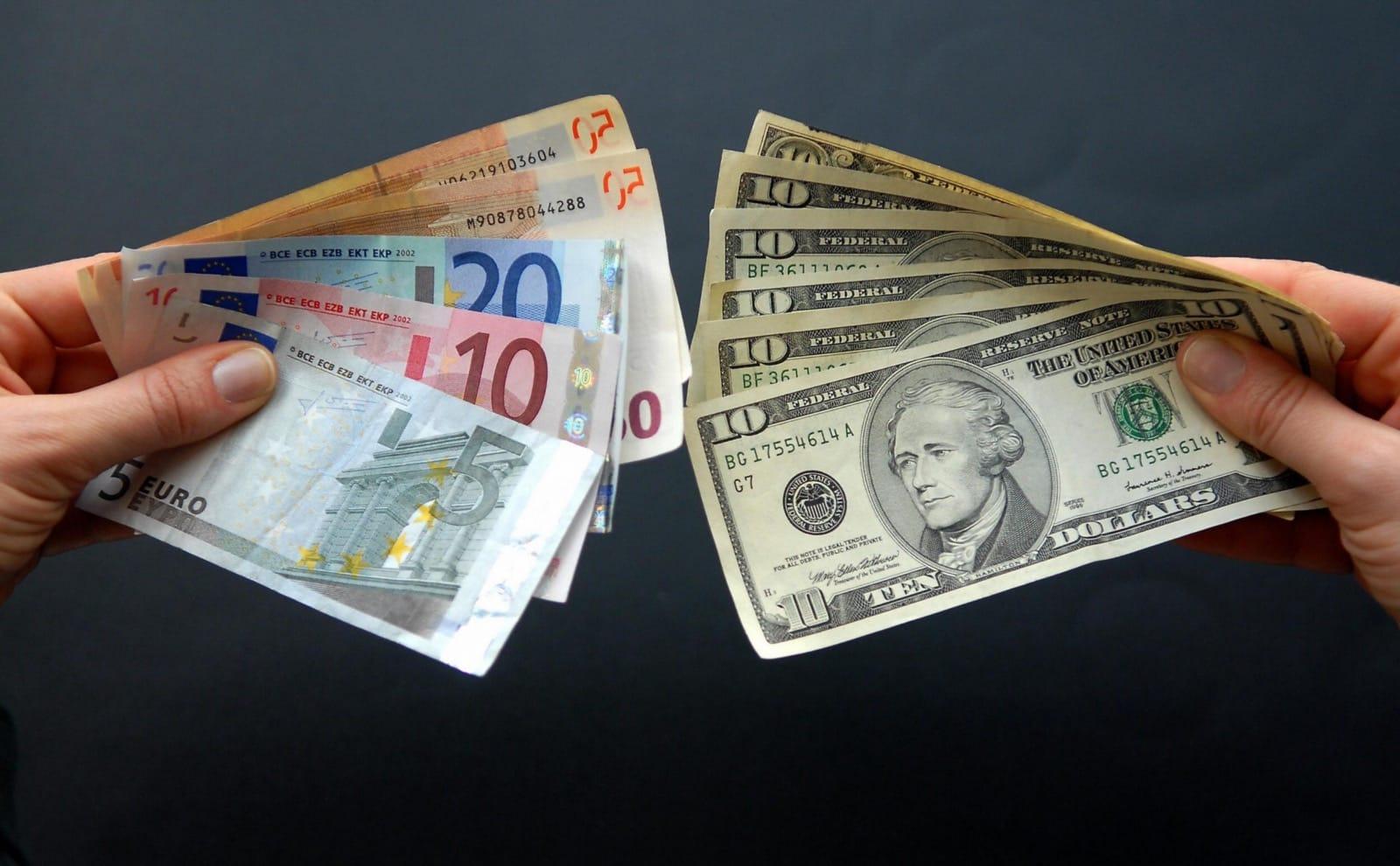 Недоверяют: жители России  бегут забирать деньги избанков