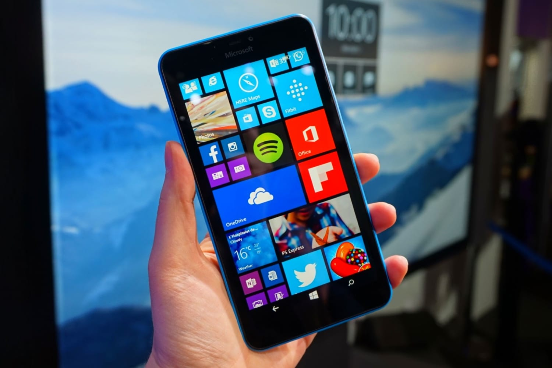 Появились фото секретного телефона Microsoft с 2-мя дисплеями— Hi-Tech Mail.Ru