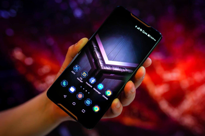 Самсунг выпустит смартфон сфронтальной камерой вэкране