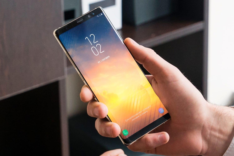 """Los nuevos teléfonos inteligentes Samsung de bajo costo """"rompieron"""" las contrapartes de Xiaomi y Huawei"""