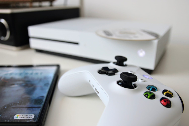 Microsoft готовит новейшую модель Xbox One S— без дисковода