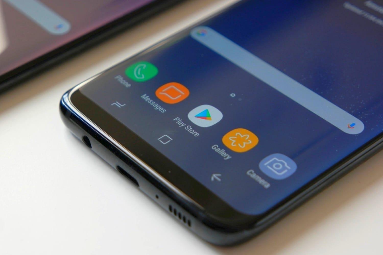 Настоящий Самсунг Galaxy S10 стройной камерой навидео поражает воображение