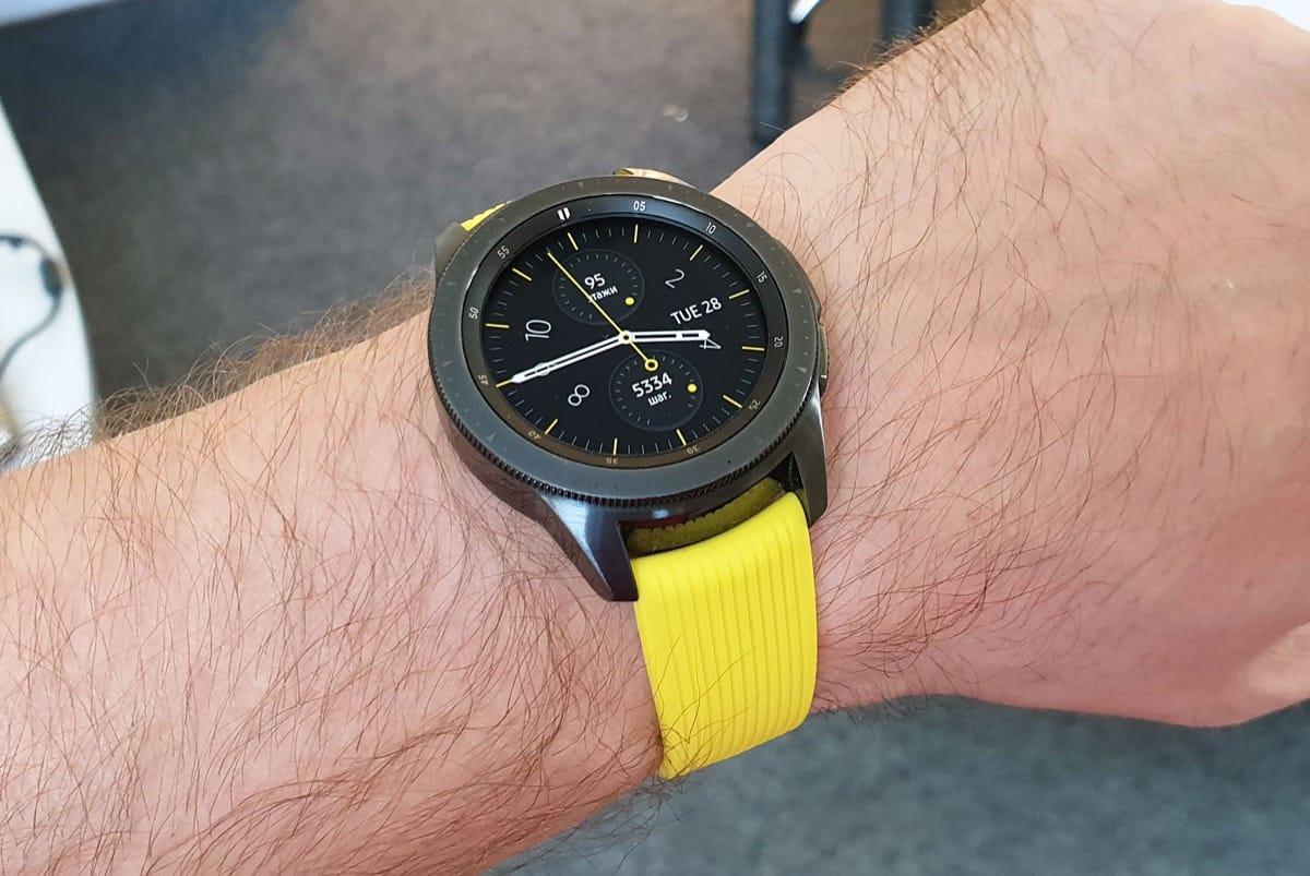 Смотреть Вам точно нужно: умные часы Samsung Galaxy Watch цвета розового золота видео