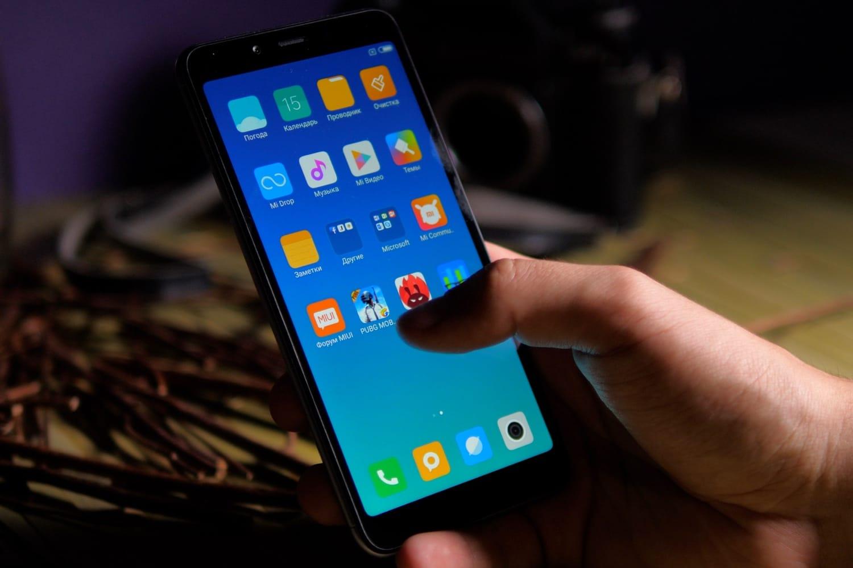 Смартфон Xiaomi Mi8 вкоторый раз упал вцене