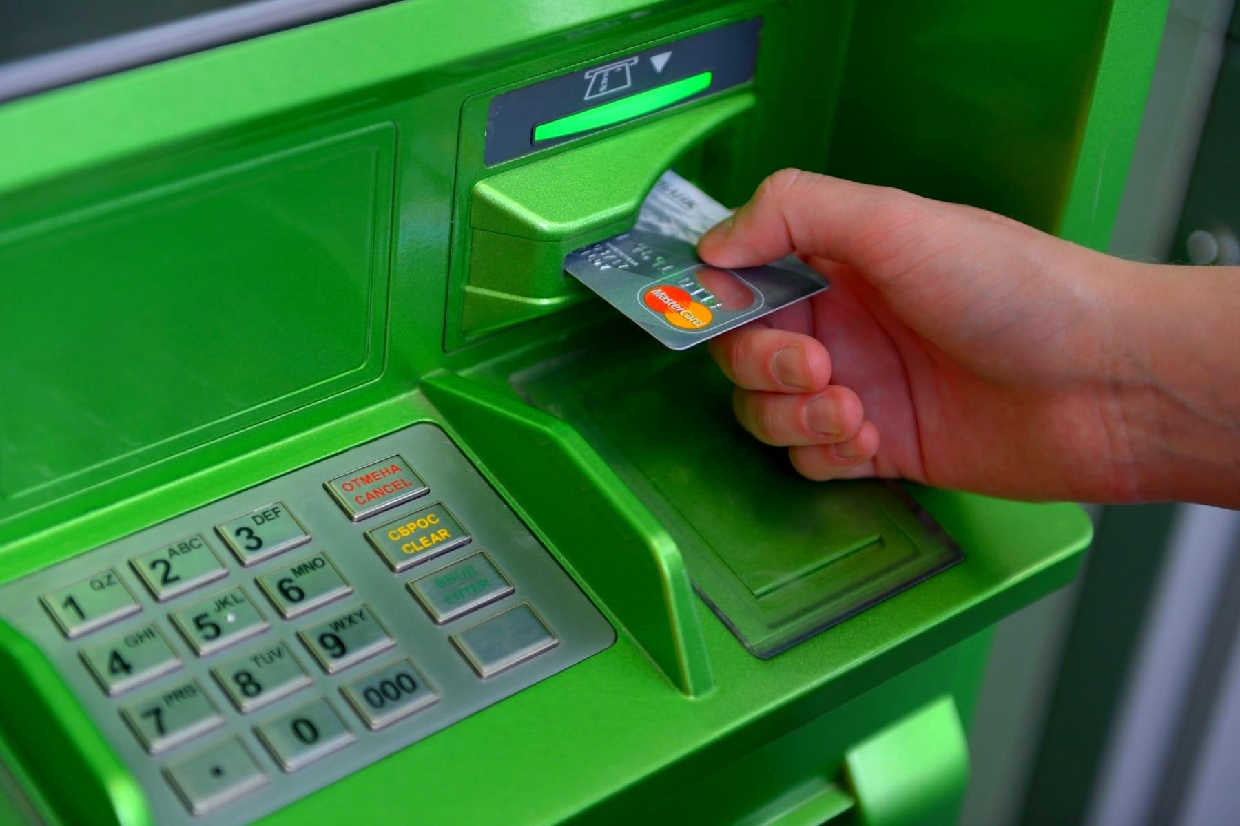 Нововведения в правила снятия наличных с банковских карт