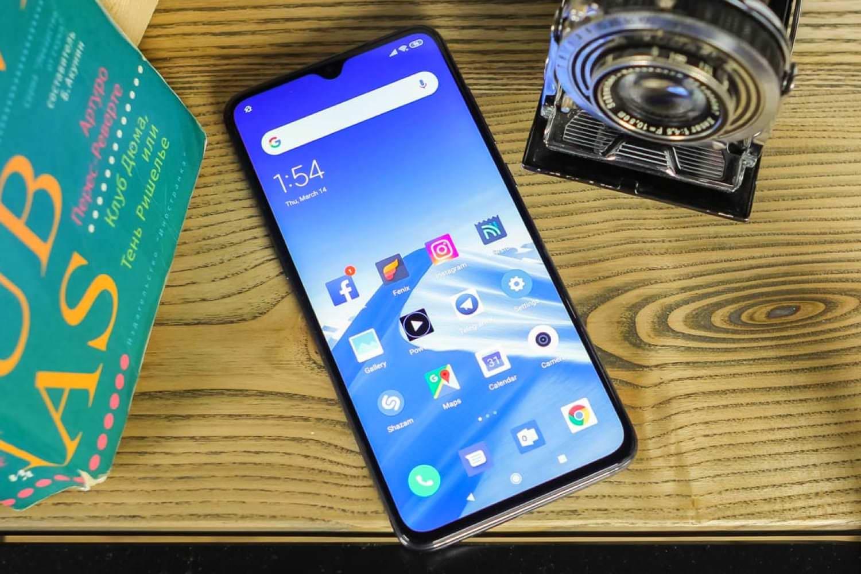 Xiaomi Mi 9 поступил в продажу в России (цена)