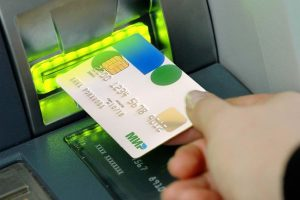 «Сбербанк» заставил всех владельцев банковских карт «Мир» визжать от радости
