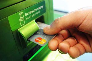 «Сбербанк» ввел единый налог 1% за снятие наличных денег с банковских карт через банкоматы