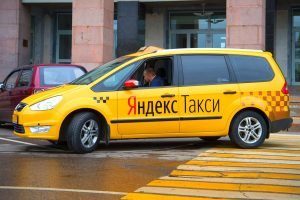«Яндекс.Такси» разрешило всем бесплатно ездить на такси