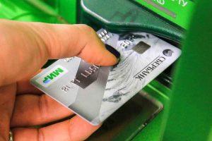 «Сбербанк» заставил всех владельцев банковских карт «Мир» прыгать до небес от счастья