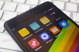 Скрытая настройка во всех Android-смартфонах позволяет включить темную тему оформления